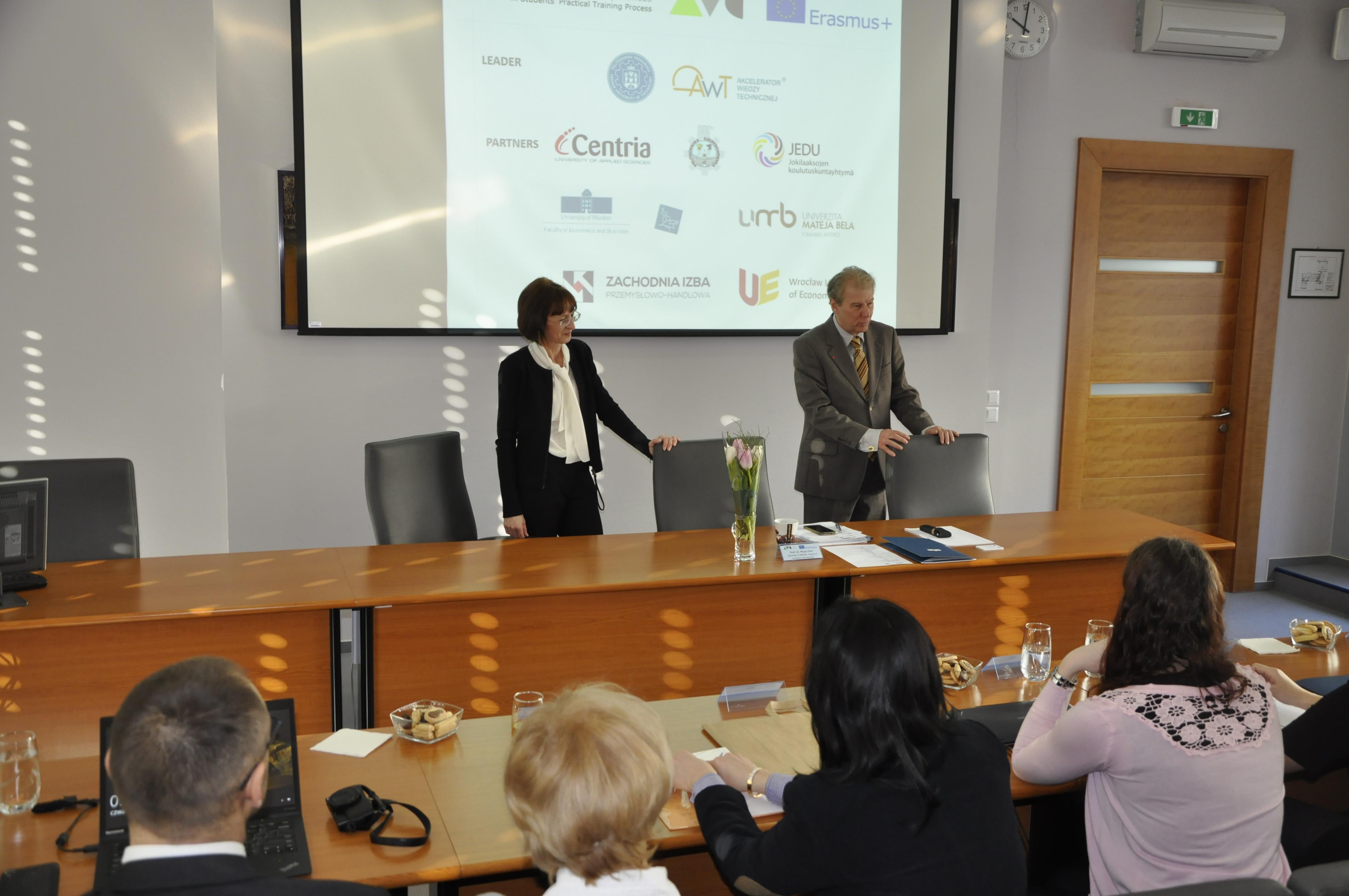 Zdjęcie 2. Otwarcie spotkania przez prof. dr. Davorin Kračun, Dziekana Wydziału Ekonomii i Biznesu Uniwersytetu w Mariborze.